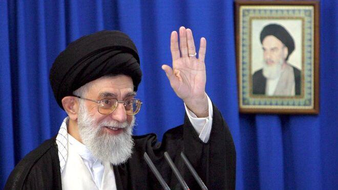 El líder supremo iraní, ayatolá Alí Jamenei, firmó un decreto en el que pedía más bebés