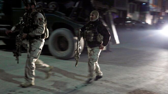 Las Fuerzas de seguridad de Afganistán llegan al lugar del ataque.