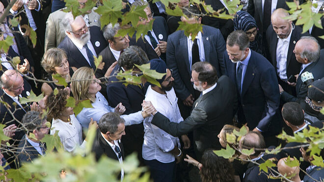 El rey Felipe VI y Mariano Rajoy llegan a la manifestación de Barcelona.