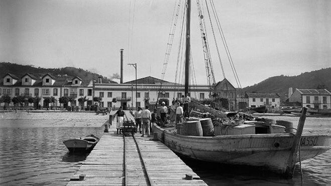 Muelle enfrente de la planta Massó. Bueu, 1920.