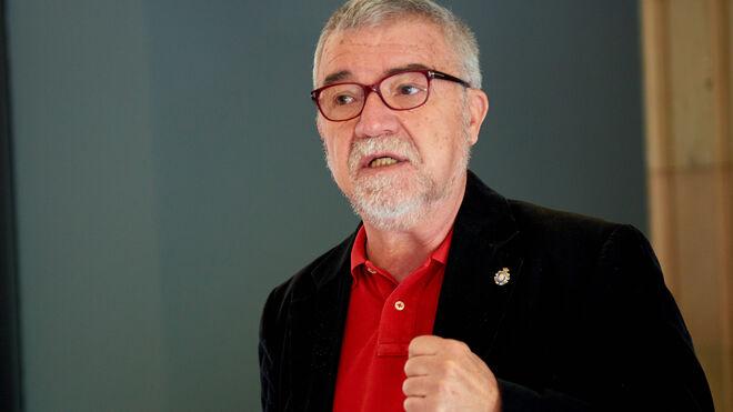 Mateo Valero, doctor y profesor, fue el primer catedrático en informática en España. Dirige el BSC.