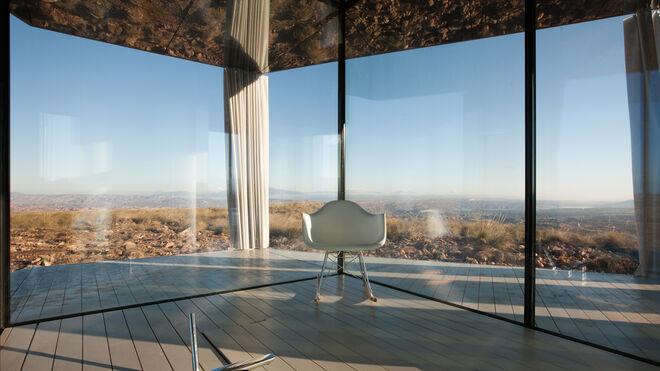 La vista desde la transparente casa ubicada en el desierto de Gorafe, es impresionante.