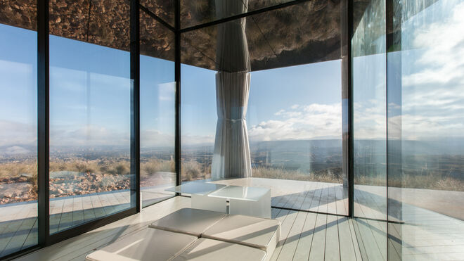 Una vista desde dentro de la Casa del Desierto.