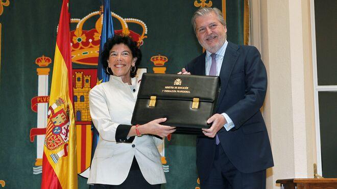 Isabel Celáa recibe de Íñigo Méndez de Vigo la cartera de Educación.