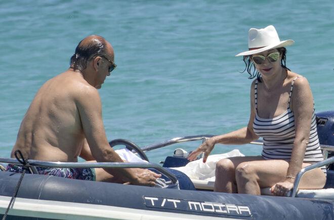 Ana Rosa Quintana, con su marido Juan Muñoz, en Formentera el pasado 2 de julio.