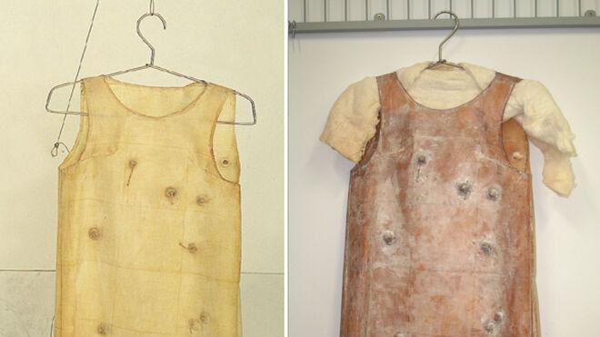 Los vestidos de látex realizados por Andrés Pinal, antes y después de la degradación