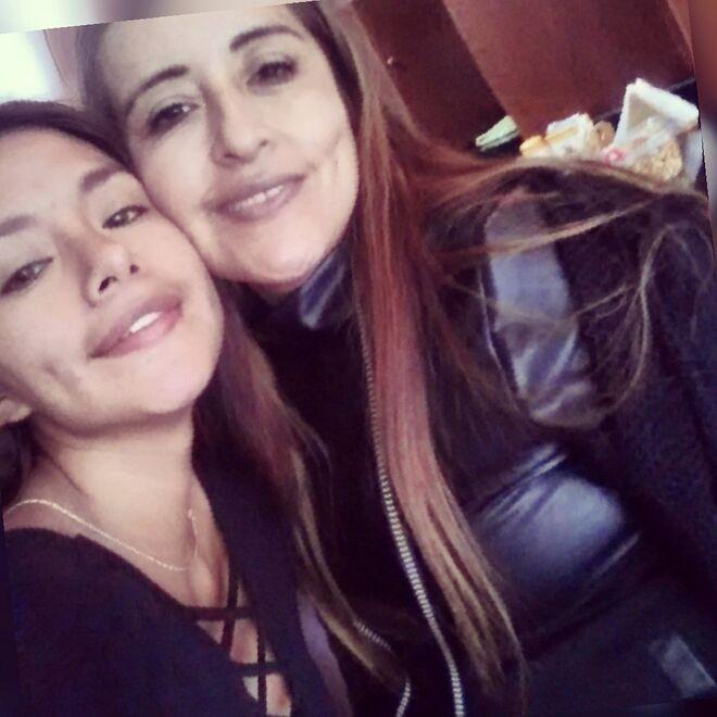 Miriam con su madre