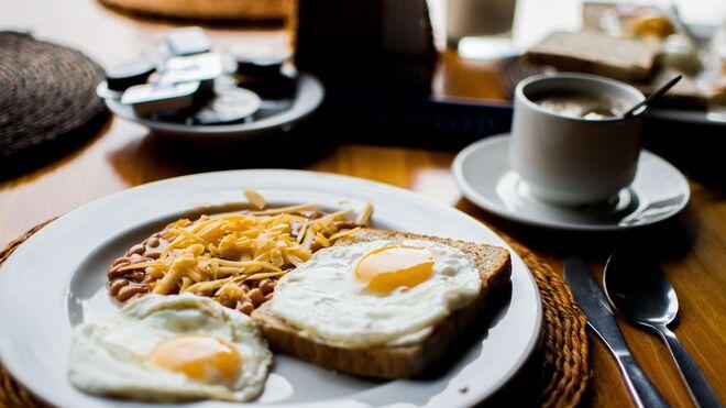 El desayuno a las 9, lector. Ni siquiera te hacemos madrugar