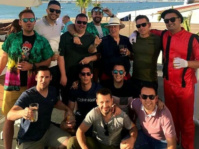 Miguel Marcos con sus amigos en su despedida de soltero