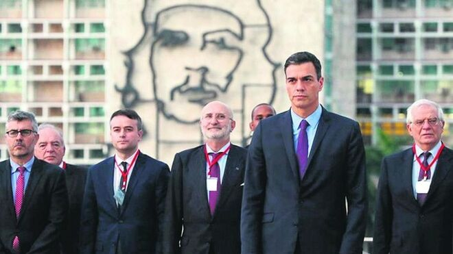 Sánchez y la delegación española en su última visita a Cuba.
