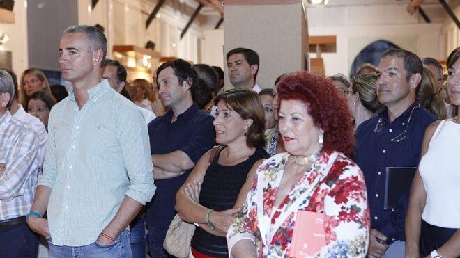 Costa en la inauguración de la exposición de Chimo Serrano
