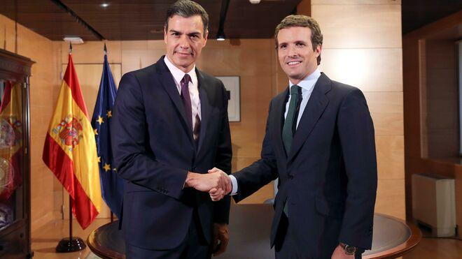 Pablo Casado, reunido con Pedro Sánchez
