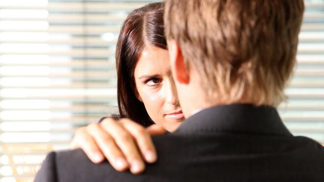 La mayoría de infidelidades ocurre en el trabajo