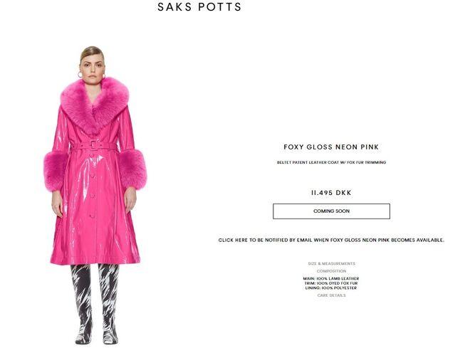 Abrigo de piel que luce Rosalía en Instagram, de la marca Saks Potts