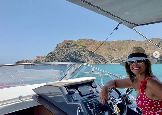 Nuria Roca en el yate, en Menorca