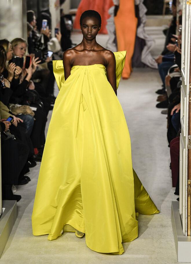 Diseño de Valentino en los desfiles de París