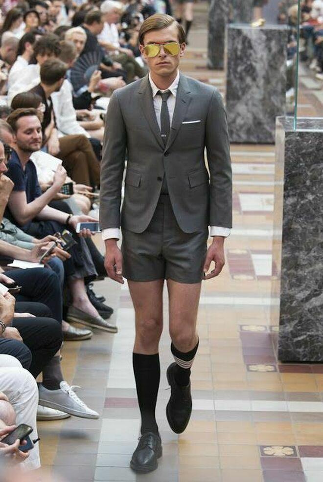 A Debate Pueden Los Hombres Ir A Trabajar En Pantalon Corto Vozpopuli