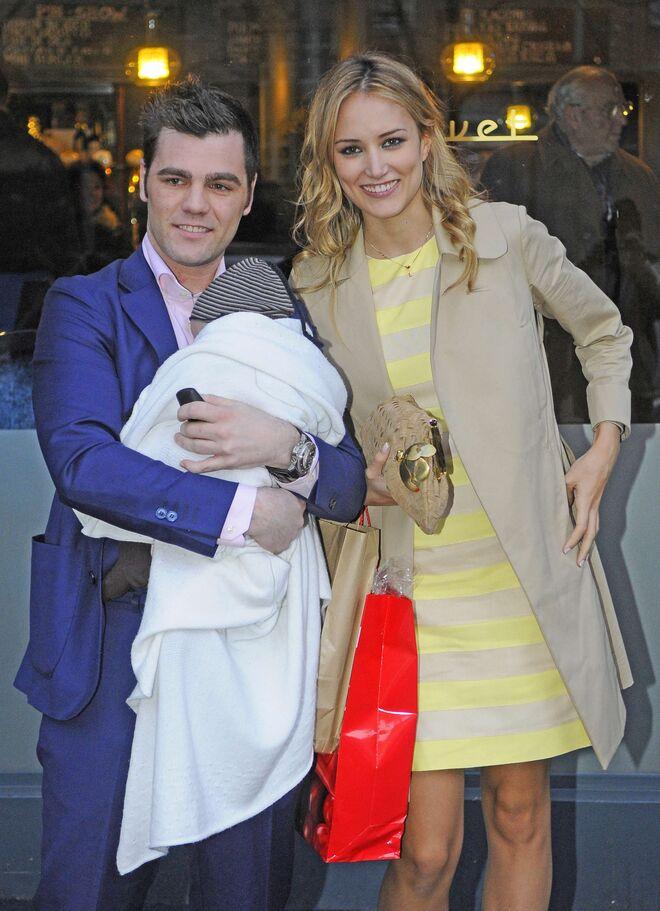 Alba Carrillo y Fonsi Nieto con su hijo Lucas en 2012