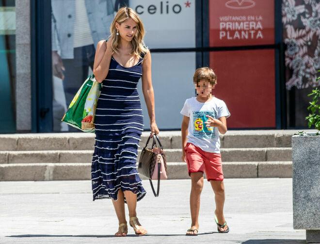 Alba y su hijo Lucas este verano de 2019