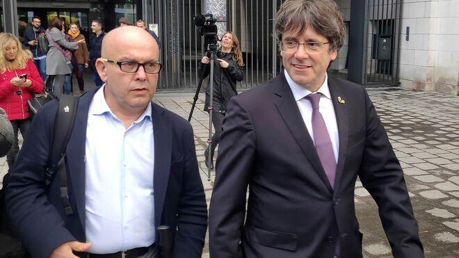 Gonzalo Boye y Carles Puigdemont, en Bruselas.