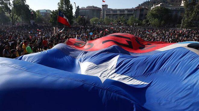 Miles de personas se manifiestan en Santiago. Este viernes la protesta reunió a más de un millón de chilenos.