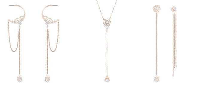 Pendientes con cadenas. PVP: 89€ // Collar con araña. PVP: 79€ // Pendientes desemparejados. PVP: 79€