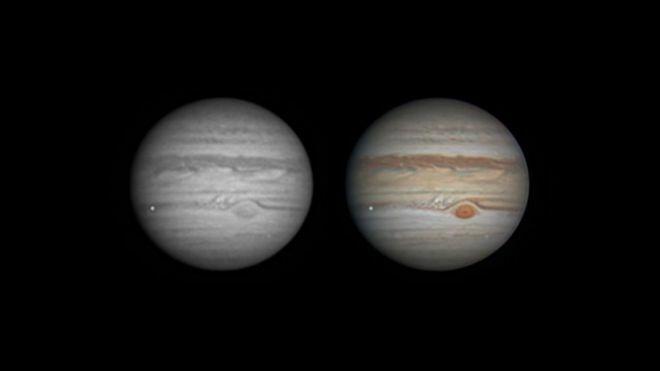 Una imagen estática del impacto, la luz brillante en la parte inferior izquierda del planeta