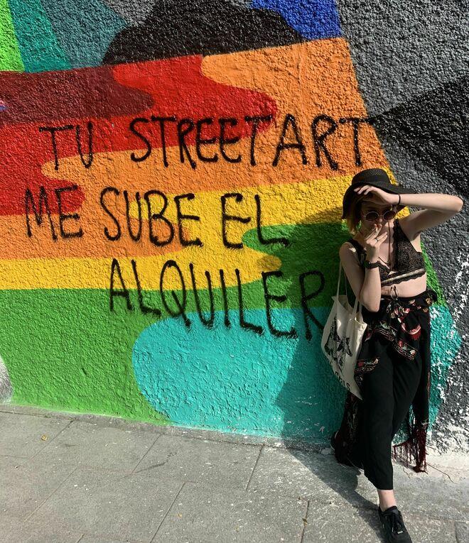 "Elizabeth Duval frente a una pintada: ""Tu streetart me sube el alquiler"""