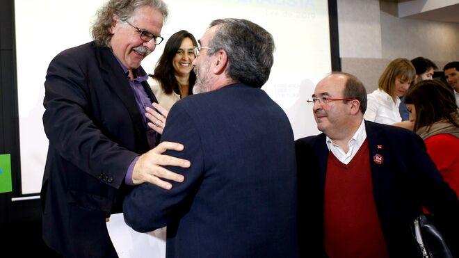 Los socialistas Iceta y Cruz con Joan Tardá en Barcelona
