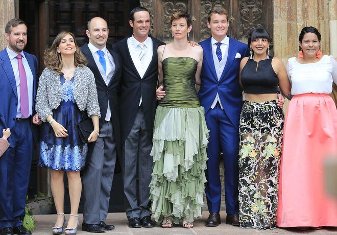 José Bono Rodríguez y su pareja, Aitor Gómez, en la boda de unos amigos en Ezcaray, en 2018.