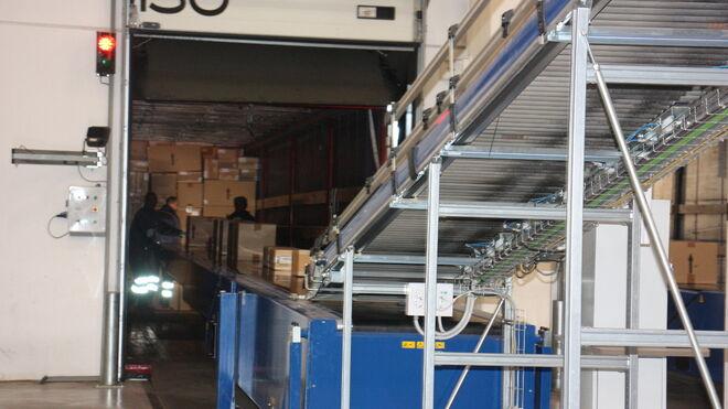 Muelle de descarga en el centro logístico de Mango