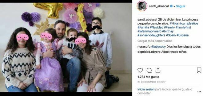 Santiago Abascal tiene cuatro hijos de dos mujeres diferentes.