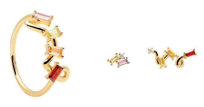Anillo dorado con cristales de colores PVP: 45€ // Pendientes asimétricos con cristales PVP: 49€
