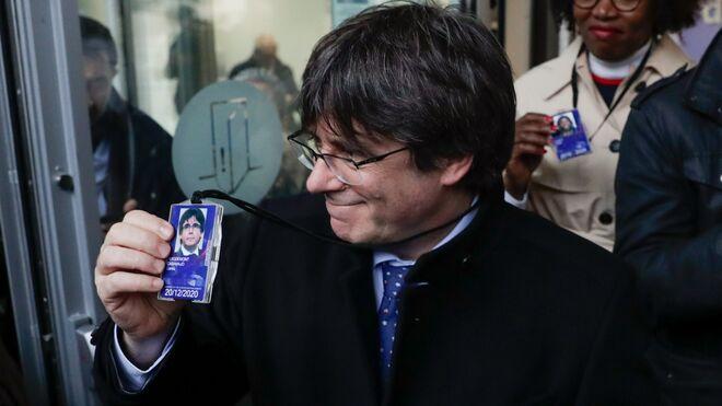 Carles Puigdemont recoge en el Parlamento Europeo su acreditación como eurodiputado