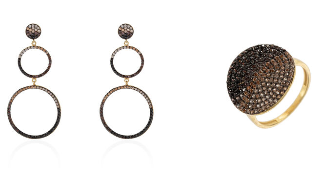 Pendientes doble aro PVP: 140€ / Anillo cristales marrones PVP: 120€