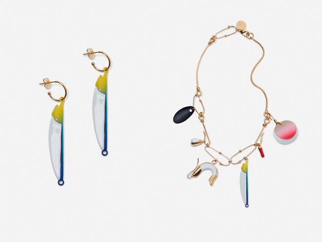 Pendientes colgantes azules y Collar dorado multi-charms CPV