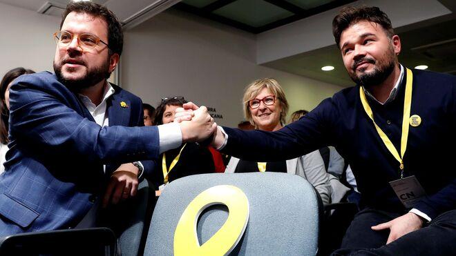 El coordinador nacional de Esquerra Republicana de Catalunya (ERC), Pere Aragonés, y el portavoz en el Congreso, Gabriel Rufián.