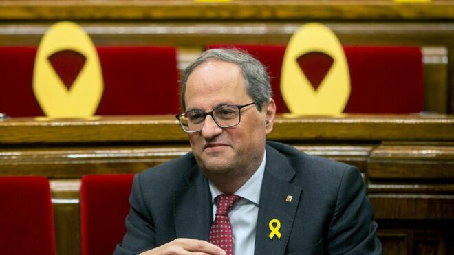 Quim Torra en el Parlament, rodeado de lazos amarillos