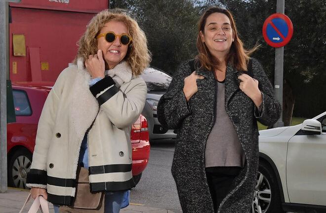 Toñi Moreno llega al hospital este martes acompañada de su hermana