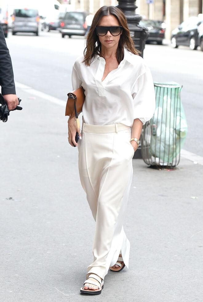 Victoria Beckham apuesta por un look masculino