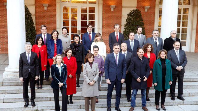 Así ha sido el desfile de los ministros de Sánchez y su primer Consejo en el Palacio de la Moncloa.