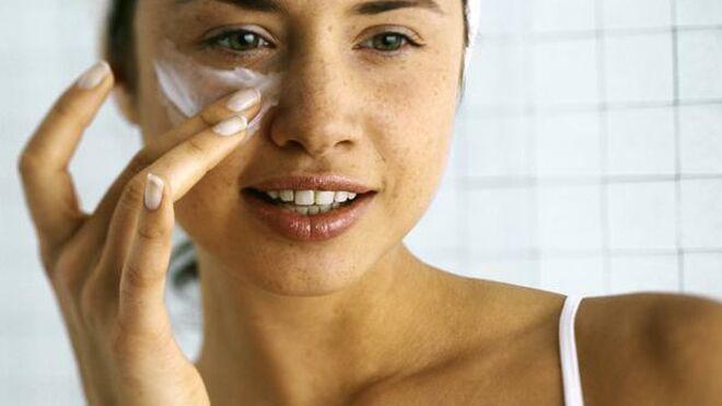 Es recomendable usar cremas con protección solar incluso en invierno