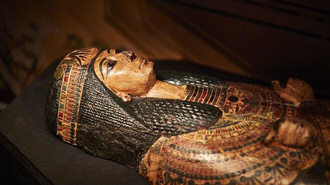 El sarcófago en que se encuentra el sacerdote Nesyamun