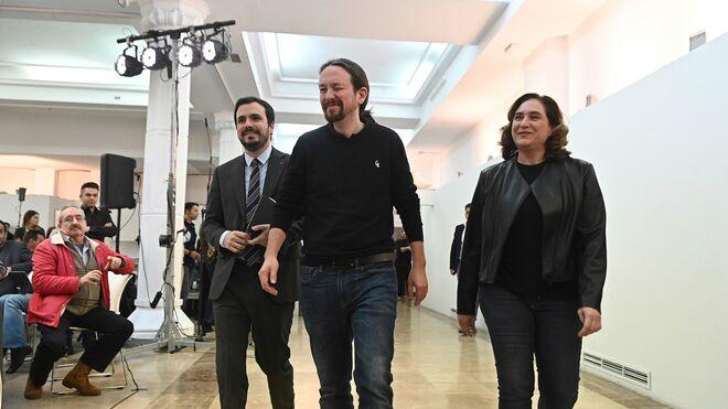 Alberto Garzón, Pablo Iglesias y Ada Colau durante el acto celebrado este sábado en Madrid.
