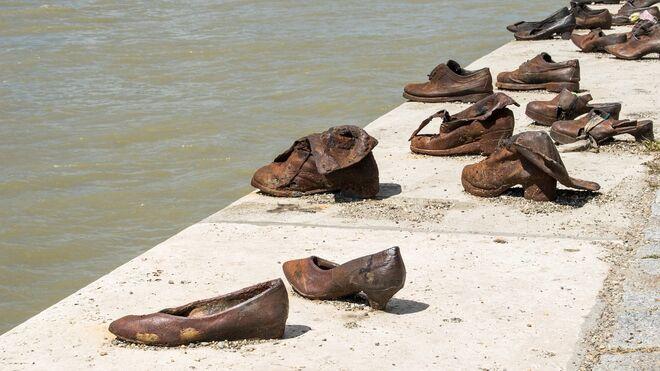 Homenaje a las víctimas del Holocausto a orillas del Danubio, en Budapest