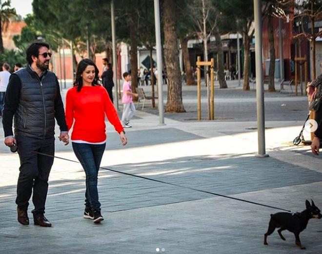 Inés Arrimadas y Xavier Cima paseando por Barcelona
