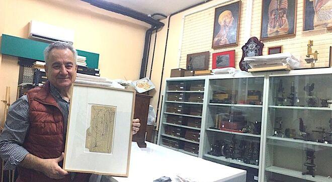 Juan de Carlos en la habitación del Instituto Cajal donde conserva el legado del Nobel