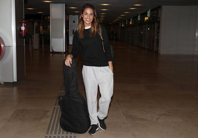 Lara Álvarez en el aeropuerto