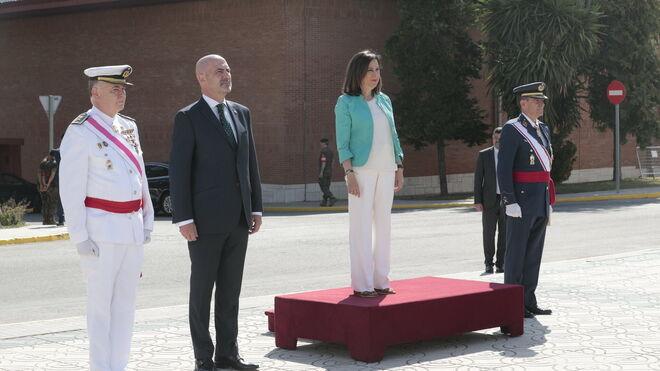Margarita Robles y el ya exsubsecretario de Defensa, Alejo de la Torre, junto a altos mandos militares..