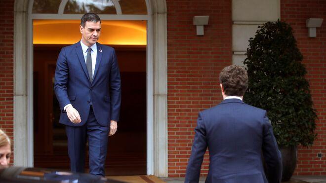 Pedro Sánchez y Pablo Casado en La Moncloa